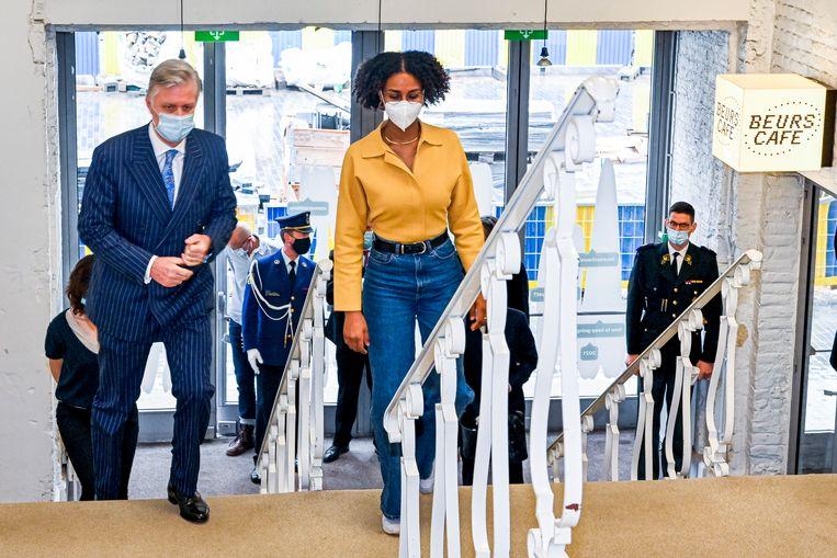 Melat Gebeyaw Nigussie (m) werd in september 2020 algemeen artistiek directeur van de Brusselse Beursschouwburg. In maart kwam koning Filip langs. Beeld BELGA