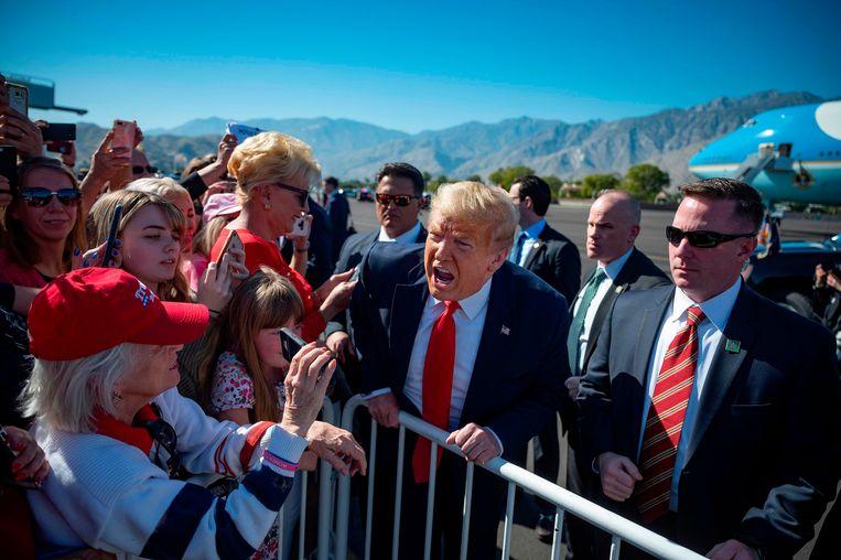 'In plaats van te aanvaarden dat heel wat Amerikanen Trump en zijn beleid goedkeuren, is het makkelijker om ervan uit te gaan dat zijn kiezers werden bedrogen.'  Beeld AFP