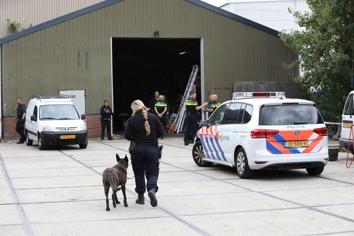 De politie zocht afgelopen september naar drugs in een bedrijfspand aan de Marconistraat.