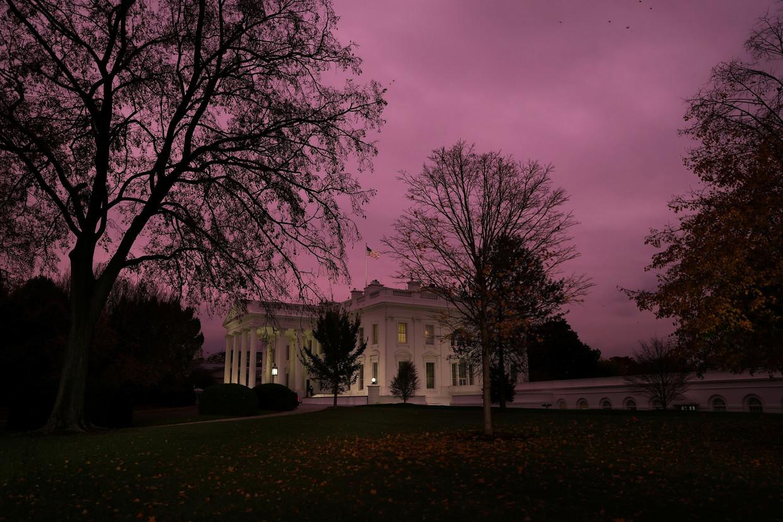 Het Witte Huis afgelopen donderdag. Maakt zijn bewoner nog plaats voor Joe Biden? Beeld Reuters