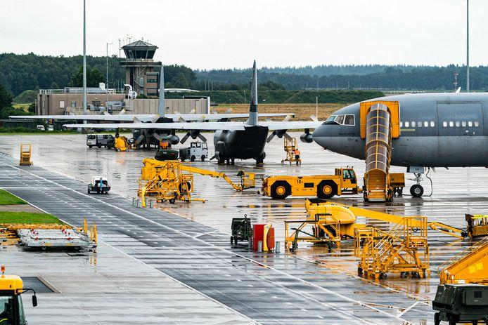 Militaire toestellen gestationeerd op vliegbasis Eindhoven.