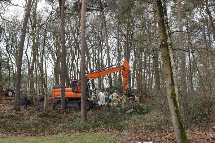 Een boom is op een persoon gevallen in Lunteren.