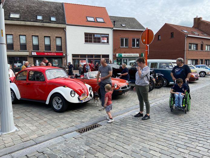 Oldtimers spotten in het centrum van Brecht