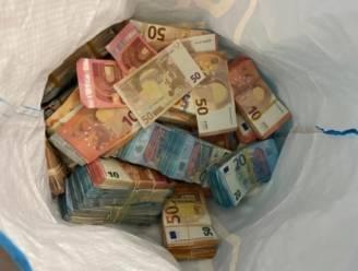 Duitse politie vindt ruim 910.000 euro in auto