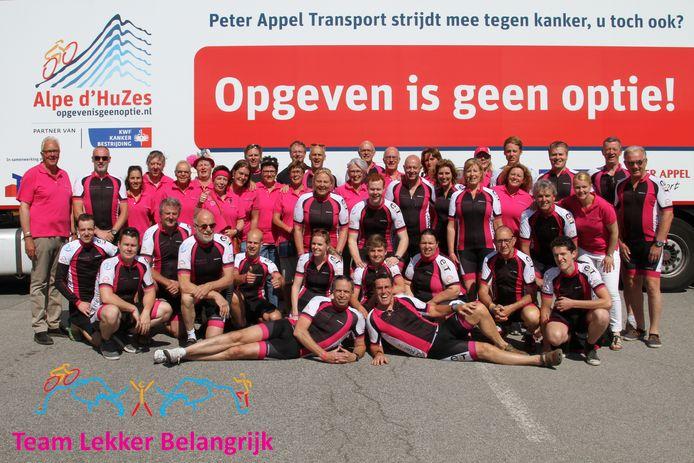 Team Lekker Belangrijk een paar jaar geleden, toen Alpe d'Huzes nog wel door kon gaan. Het team zamelt weer geld in met een kerstkringloop in Eindhoven.