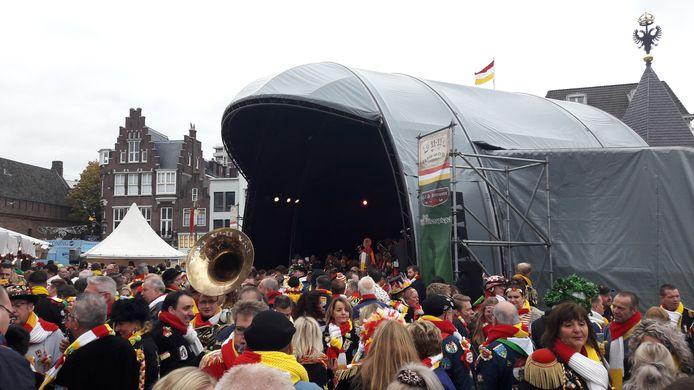 De viering van 11-11 in 2019 op de Bossche Markt.