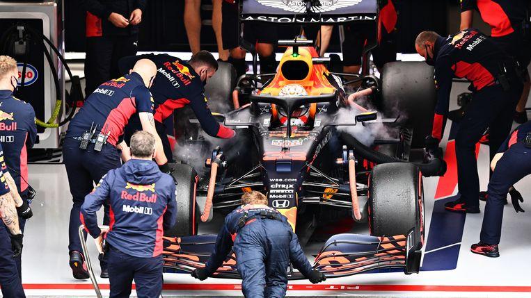 Max Verstappen en zijn team bij Red Bull. Beeld Formula 1 via Getty Images