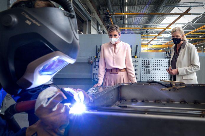 Koningin Máxima bracht dinsdag een bezoek aan Veluw Metal Creations in Nieuwkuijk. Volgens MKB Nederland en de Metaalunie is het bedrijf hét voorbeeld op gebied van duurzaamheid.