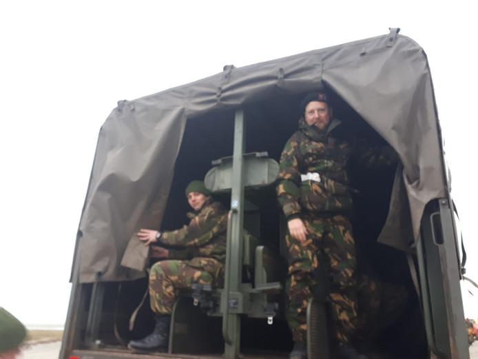 Militairen onderweg naar de oostkant van Schiermonnikoog.
