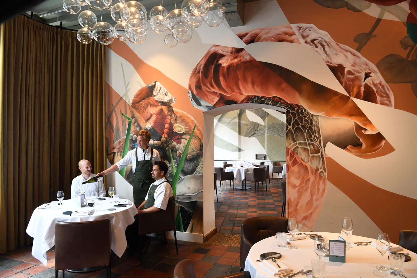"""Restaurant 't Weeshuys is genomineerd voor een internationale design award voor restaurants en bars in de categorie """"murals & graffiti""""."""