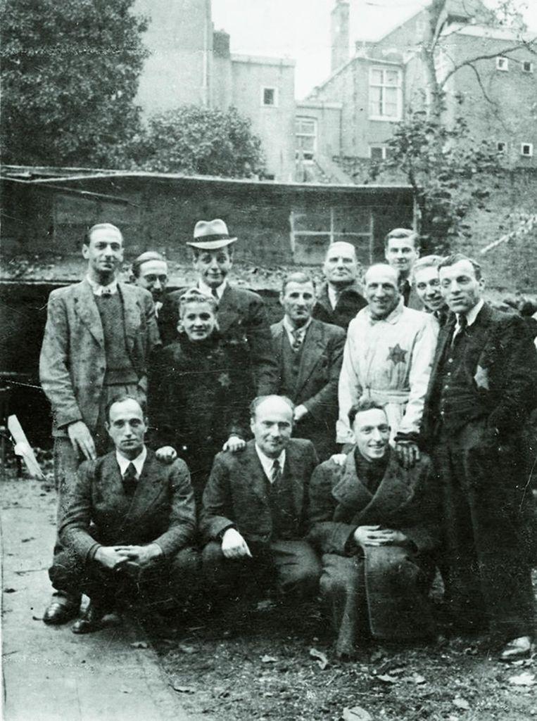 Een 'onbekende' foto uit 1942 van Joden in de Hollandse Schouwburg. Beeld Holocaust Memorial Museum, Washington