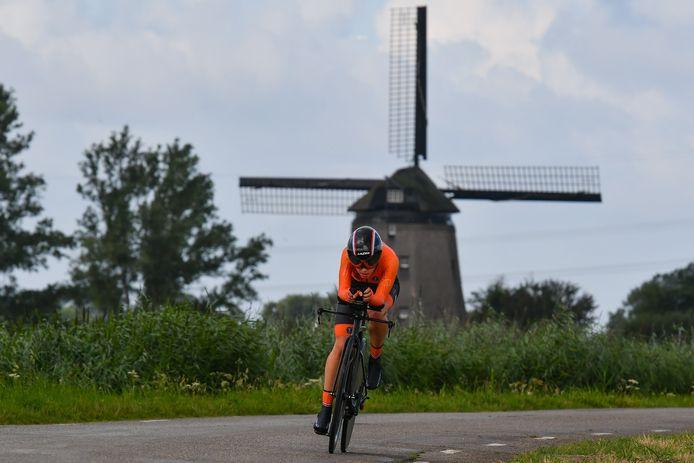 Shirin Van Anrooij is de Nederlands én Europees kampioene tijdrijden van 2019, bij de beloftes. Nu rijdt ze het NK bij de elites.
