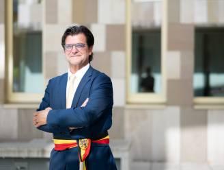 Hangjongeren vallen nu ook burgemeester lastig: Bevers dient klacht in