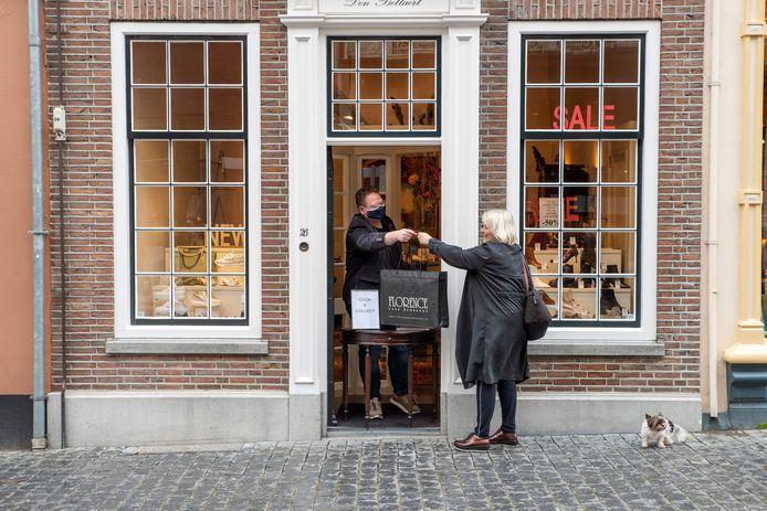Bergen op Zoom, Moreno Molenaar/Pix4Profs  Afhaling van bestelling