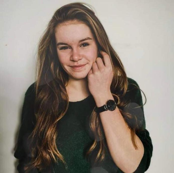 Loes (18) kwam na een feestje in Oene niet meer thuis. Vermist