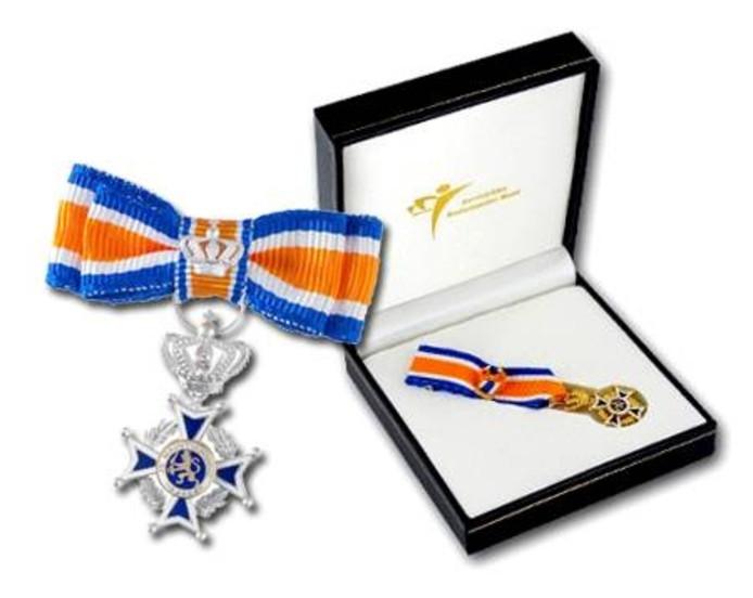 De versierselen die horen bij de koninklijke onderscheiding Lid in de Orde van Oranje-Nassau.
