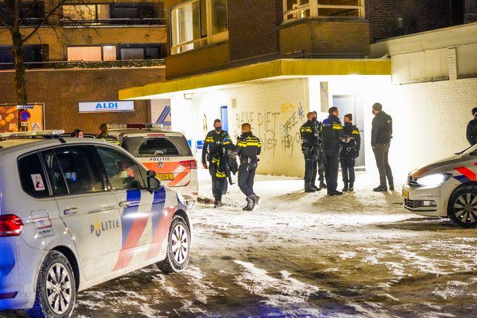 De man werd uit de flat in Eindhoven gehaald.