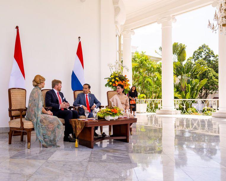 De koning biedt zijn excuses aan tijdens een vierdaags staatsbezoek aan Indonesië. Beeld ANP