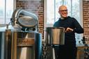 Philippe Geubels brouwt eigen bier Zieke Geest vanuit Vleesmeester Brewery en cultuur- en biercafé Hoogmis in Edegem.