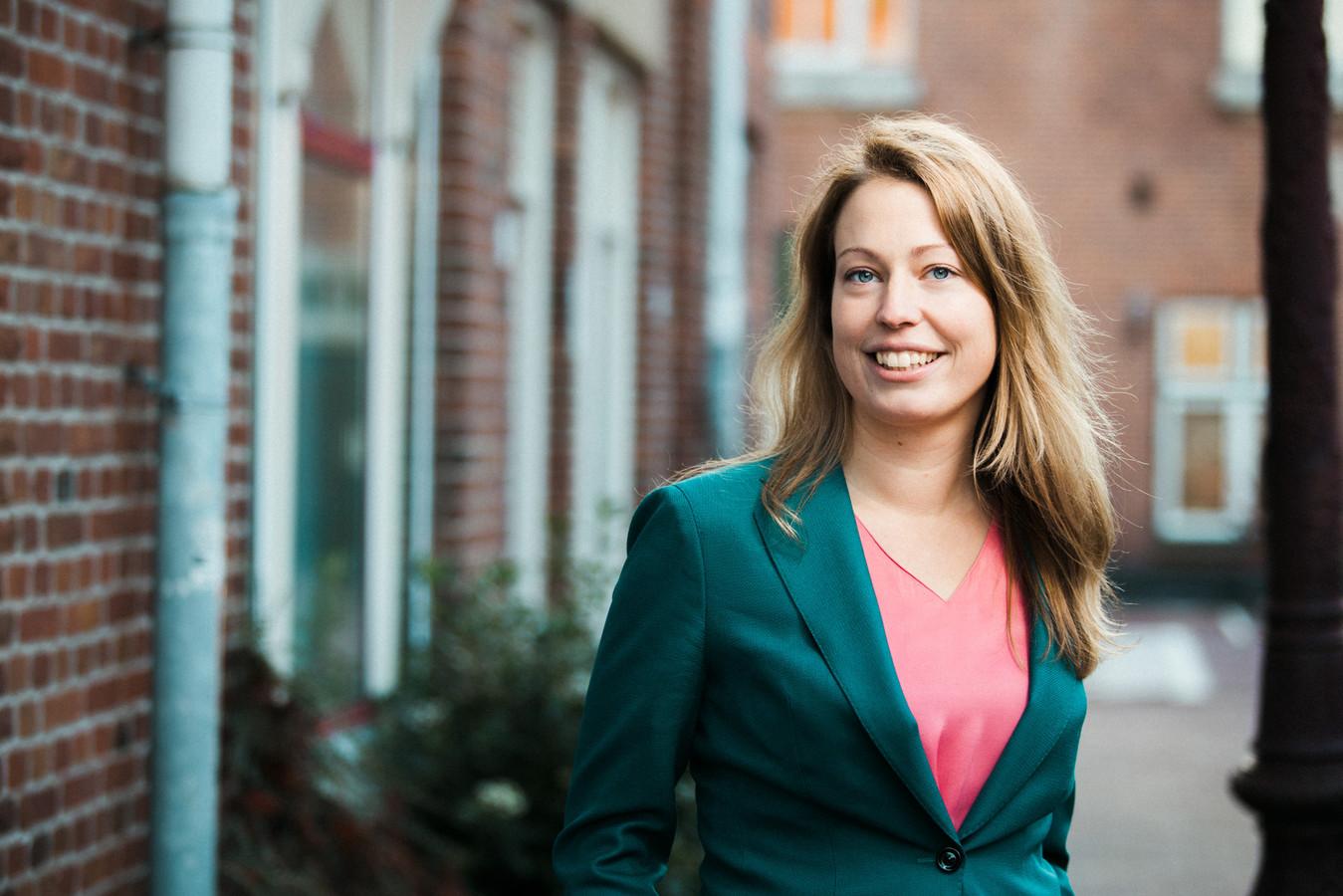Mirthe Biemans uit Utrecht werkt bij woningcorporatie Rochdale in Amsterdam en is kandidaat Kamerlid voor de Tweede Kamer.