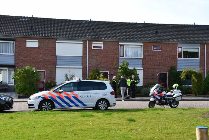In een woning aan de Prins Bernhardstraat in Tholen wed vandaag een gewonde vrouw aangetroffen.