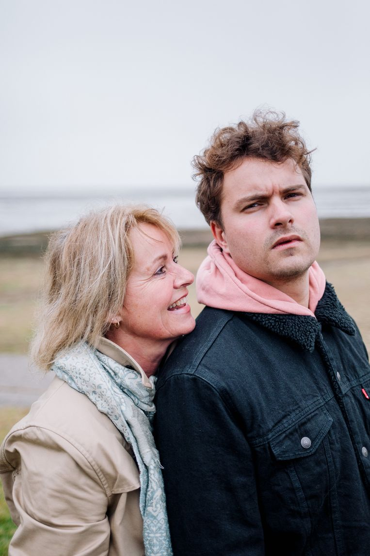 Willemien Ebels en haar zoon. Beeld Marleen Annema