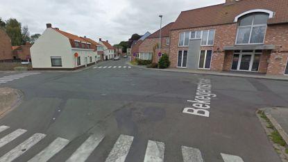 Eén gewonde bij botsing op kruispunt in Zerkegem, twee kinderen ongedeerd