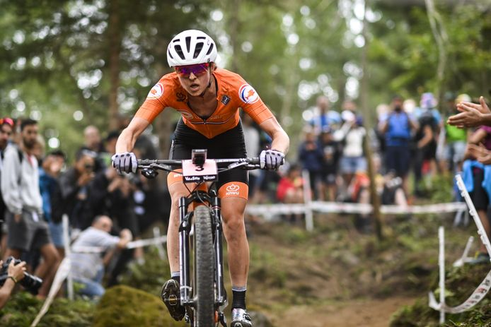 Anne Terpstra in actie op het WK mountainbiken.