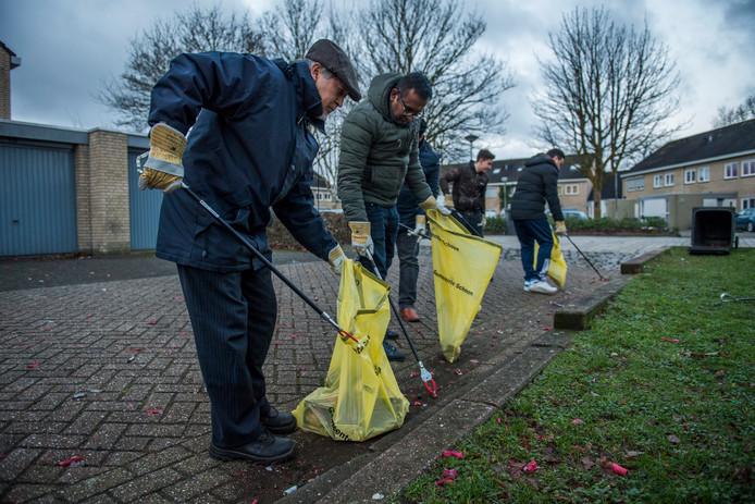 Drunen         Offenbachplantsoen Ahmadiyya moslim gemeenschap ruimt vuurwerk op al in de vroege ochtend