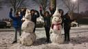 Alex, Valerie, Lemya, Soufyan en Rayan hebben hard gewerkt om deze sneeuwpoppen te maken in Woerden.