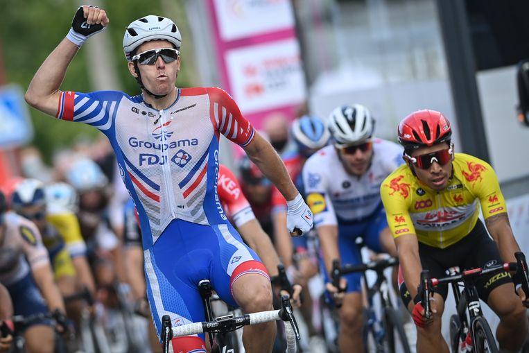 Arnaud Démare won de spurt in de tweede rit van de Ronde van Wallonië voor Caleb Ewan. Beeld BELGA
