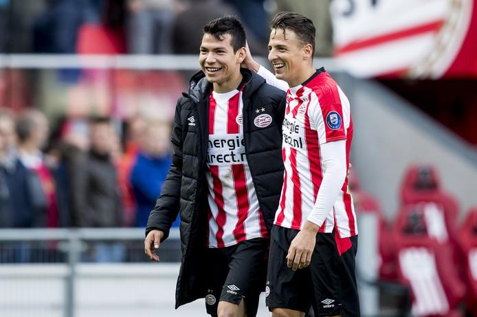 Hirving Lozano en Santiago Arias zijn blij na de zege op FC Twente. Arias is aan een sterk seizoen bezig.