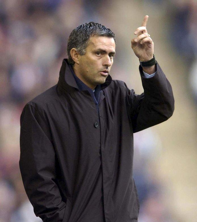 Mourinho in 2005, toen hij het niet eens was met scheidsrechter Frisk.