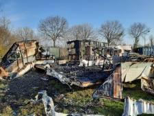 Twee stacaravans op camping in Nunspeet volledig verwoest door brand