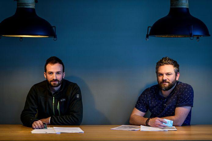 Frans (links) en Nick van Hoorn werden, net als hun jongste broertje, opgelicht door hun moeder.