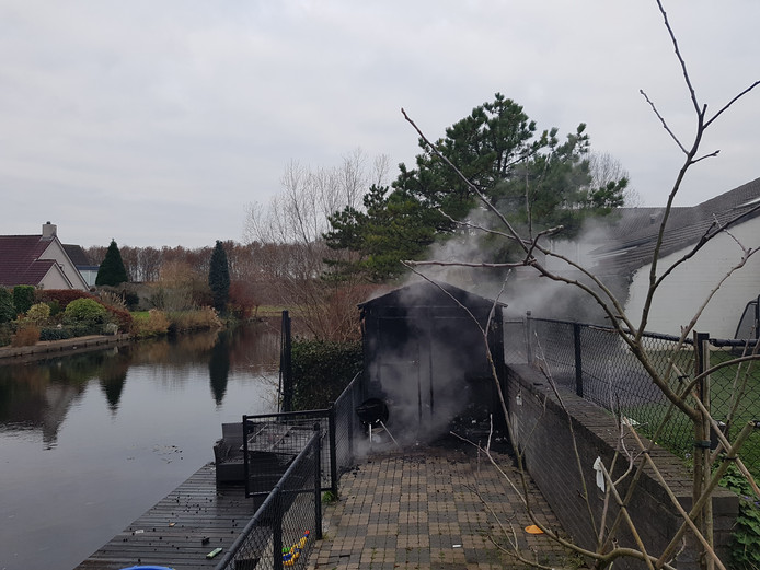De schuur ging in vlammen op.