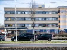 Tachtig kant-en-klare appartementen in een complex in Nijmegen, maar niemand mag er in wonen: hoe kan dat nou?