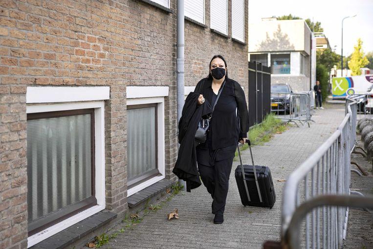 Advocaat Inez Weski komt aan bij de extra beveiligde rechtbank in Amsterdam-Osdorp.  Beeld ANP