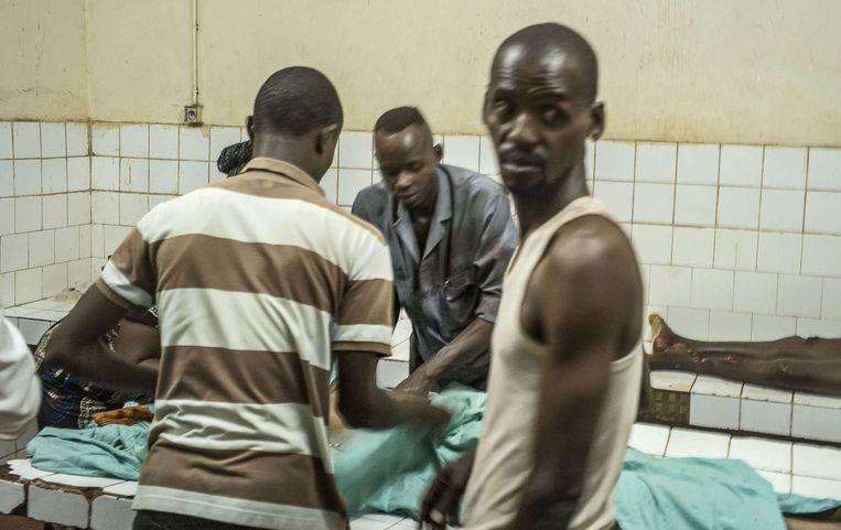 Ook de dodelijke slachtoffers moesten in het ziekenhuis worden opgebaard, omdat het mortuarium is gesloten.