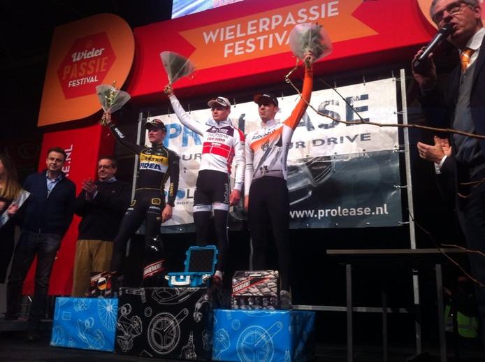 Het podium van de derde GP van Brabant: winnaar Mathieu van der Poel geflankeerd door nummer twee Corne van Kessel (links) en Joris Nieuwenhuis.