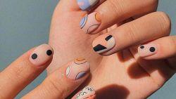 De leukste manicuretrend van de zomer? Dat is de mismatched nail art van Kylie Jenner