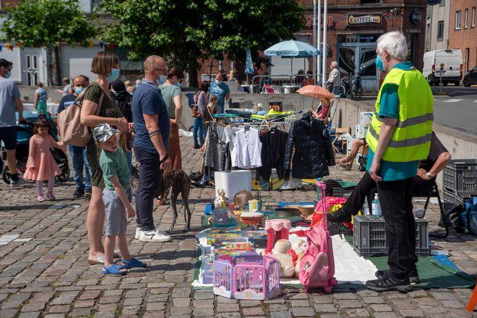 Rommelmarkt opnieuw op de Zeshoek in Wetteren.