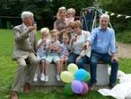 Morris, Tijn, Liv en Lize krijgen bankje voor opa en oma van de burgemeester