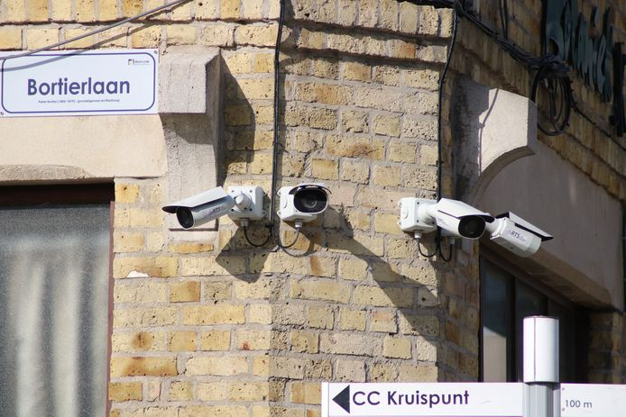 Deze camera's hangen al in de stationsbuurt