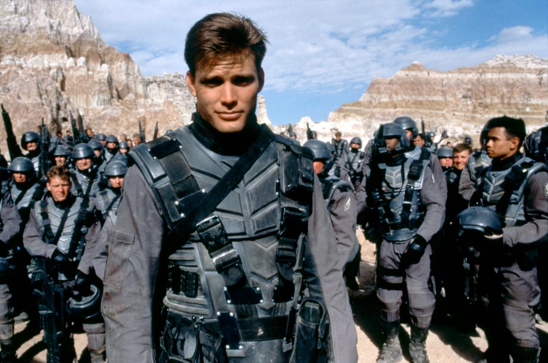 Acteur Casper Van Dien in 'Starship Troopers' van Paul Verhoeven.  Beeld Corbis via Getty Images