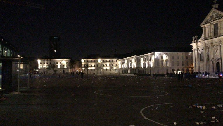 Na de ontruiming lag het plein er als een slagveld bij. Beeld Sibren Dejaegher