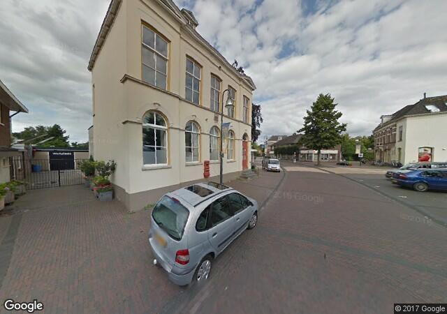 Het markante pand in het centrum van Olst. Foto: Google Streetview