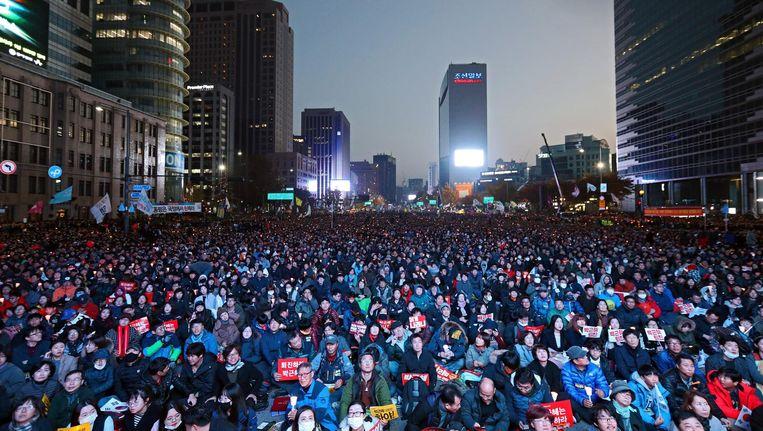 Honderdduizenden Zuid-Koreanen gingen vandaag de straat op om te protesteren tegen de president. Beeld getty