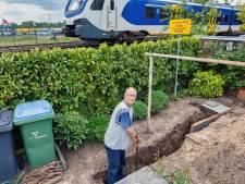 Spoorbewoners hopen in Oisterwijk met purschuim in de tuin het trillen te stoppen