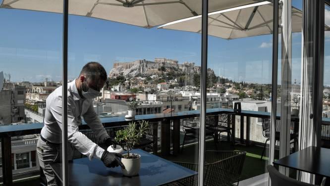 Uitzicht op de Akropolis, maar de terrassen blijven leeg in Griekenland